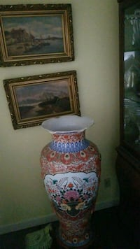 white, red, and blue floral ceramic decorative floor vase Montréal, H3R 2E6