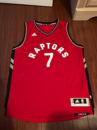 Size large barely worn raptors jersey 537 km