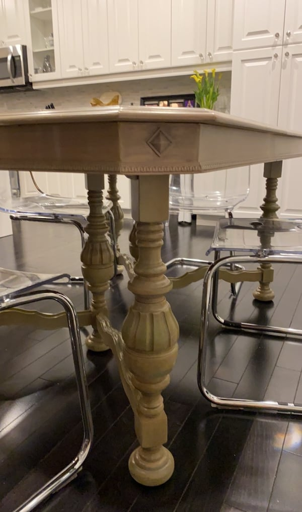 Antique dining table (ONLY) 445428d4-2dd0-48ed-b997-1ca8b93dc4bd