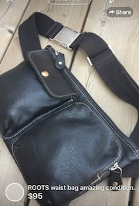 ROOTS waist bag amazing condition very gently used store selling it for 170$ with tax huge saving compare to store  London, N5W 1E8