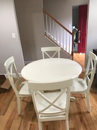 Round cream wooden table with four chairs Herndon, 20171