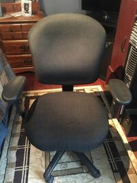 Office chair adjustable with swivel wheels Vaughan, L4H 1A5