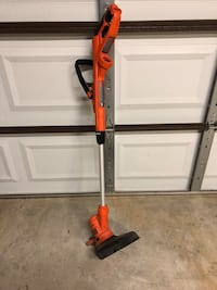 Black and Decker weed trimmer with single line and edger, hardly used  Oceanside, 92056