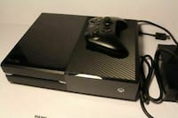 black Xbox One console with controller Montréal, H1G 2H4