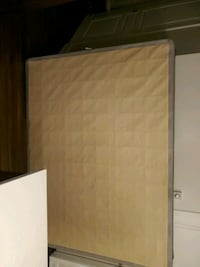 Box spring like new queen size  Laval, H7W 0E9