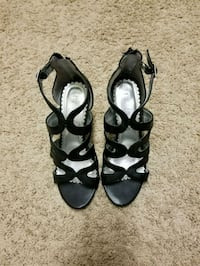 pair of black leather open-toe heeled sandals Conway, 29527