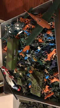 Collectible Vintage army men trucks toy lot in box