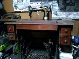 1908 - 1910  Singer sewing machine and table