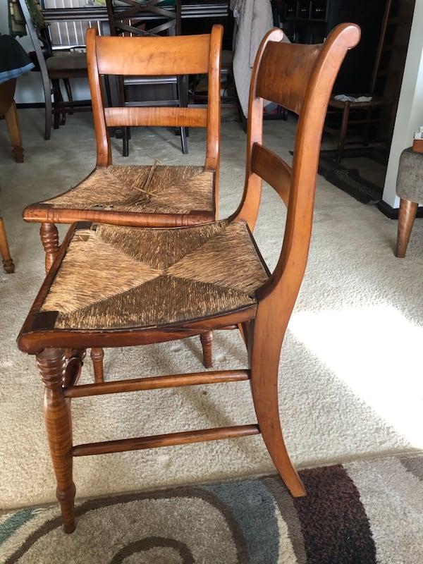 Pair of Maple rush seat chairs 0969be1e-8b72-409b-affd-7766889ebcc9