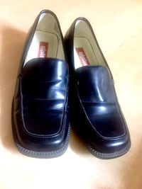 Ladies Black Loafer Style Shoes Calgary, T2E 3Y6