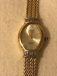 round gold analog watch with gold link bracelet Richmond, V7E 1S6