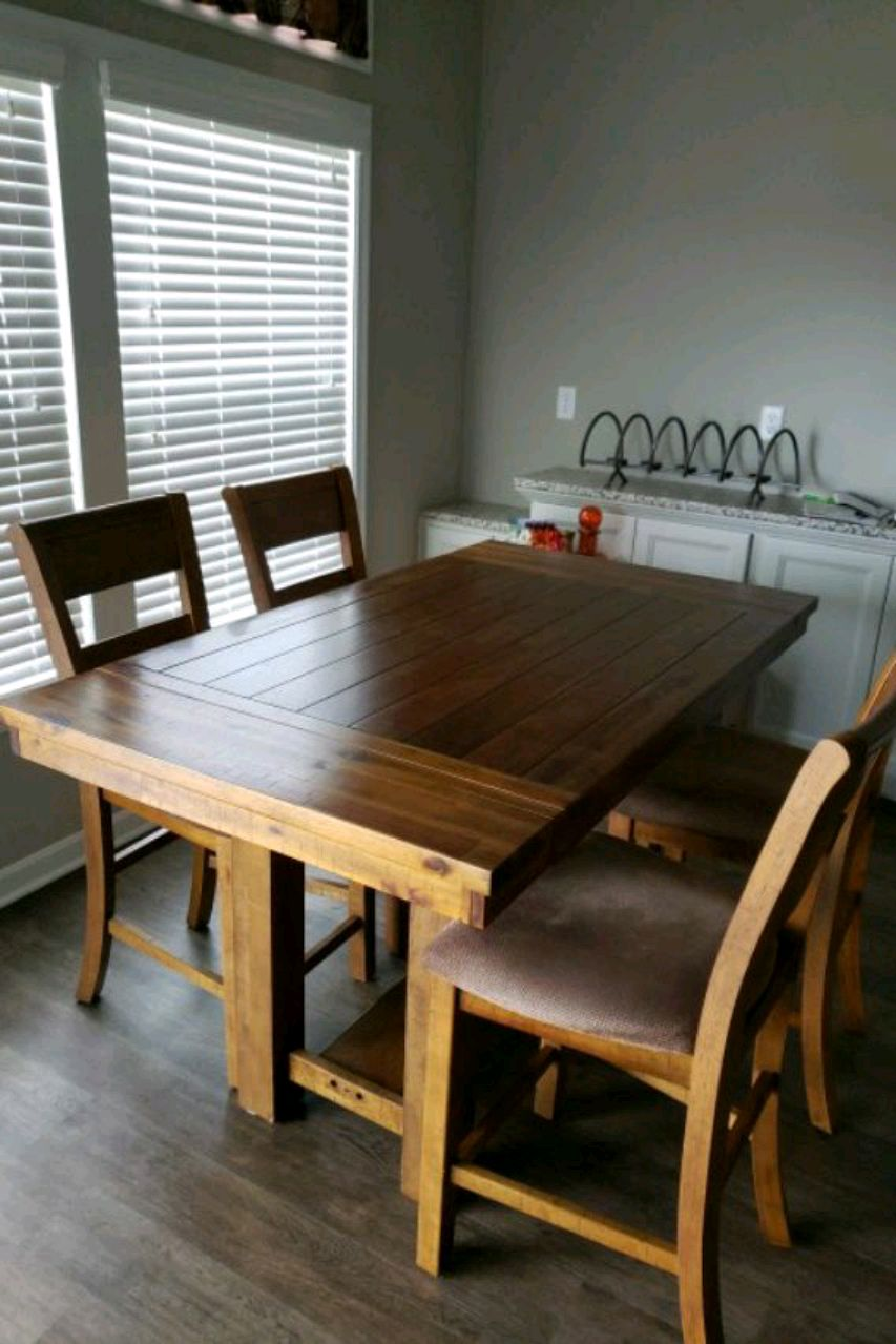 Photo KITCHEN TABLE -SOLID WOOD; 4 CHAIRS WITH CUSHIONS; LEAF INCL.