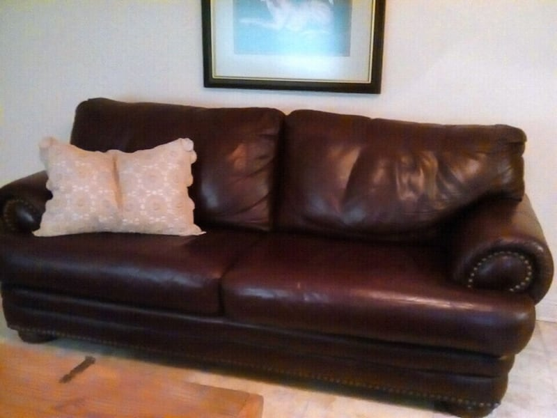 burgandy leather couch from walker furniture perfe 75aa4667-c1c9-44d4-9c06-eb436731ded7