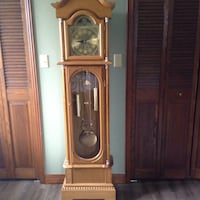 Beige wooden grandfather clock null, N0E 1P0