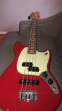 New Fender Mustang bass Torino red