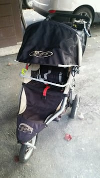 Bob Revolution Stroller with snack tray/rain cover Richmond, V6Y 2X9