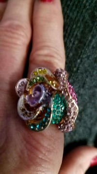 Crystal flower ring Virginia Beach, 23455