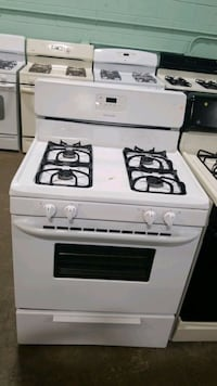 Frigidaire natural gas Stove 30inches  Queens