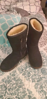 Size 8 Ugg above ankle boots Alexandria, 22315