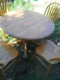 Solid oak table with 4 chairs one extra leaf 2343 mi