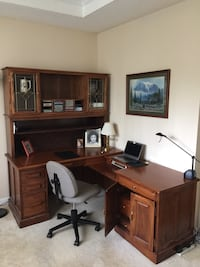 Brown wooden office desk with hutch Eugene, 97404