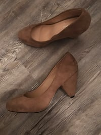 pair of brown leather flats Miami, 33179