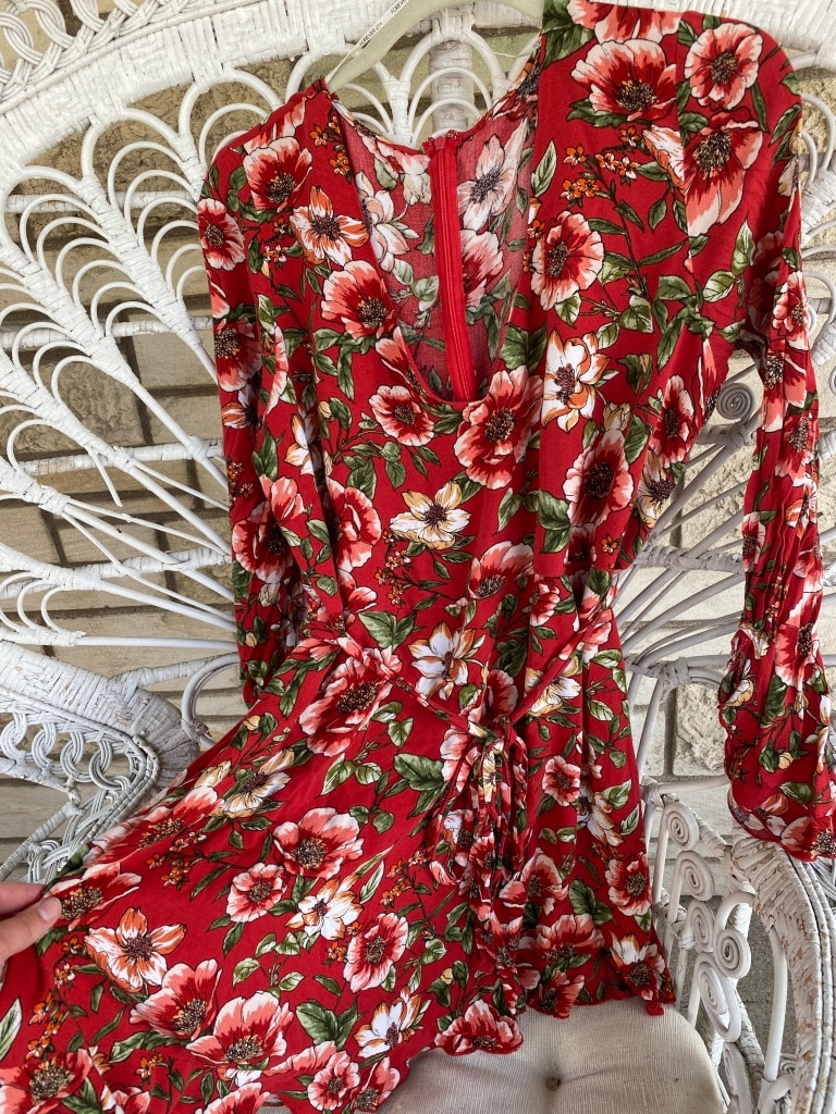 Photo Forever 21 size 2x Red Floral Mini to Midi Dress