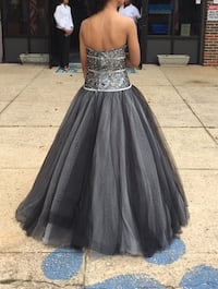 Prom dress beautiful size 4 wore only once  Mobile, 36695