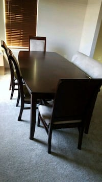 rectangular brown wooden table with five chairs di Frederick, 21704