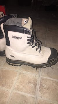 Woman size 9 steel toe boots good condition used for only two weeks Edmonton, T5B 3N9