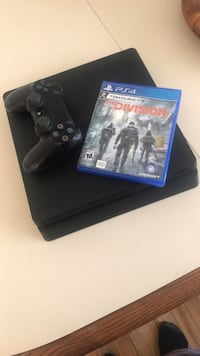 Sony ps4 console with controller and game case really good condition  Baltimore, 21229