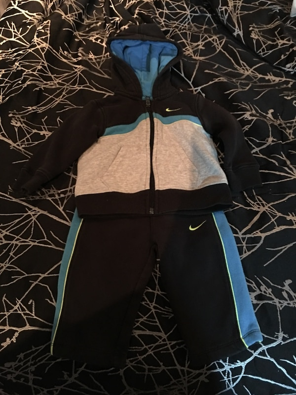 15208180 Brukt black blue and white nike hoodie with shorts til salgs i ...