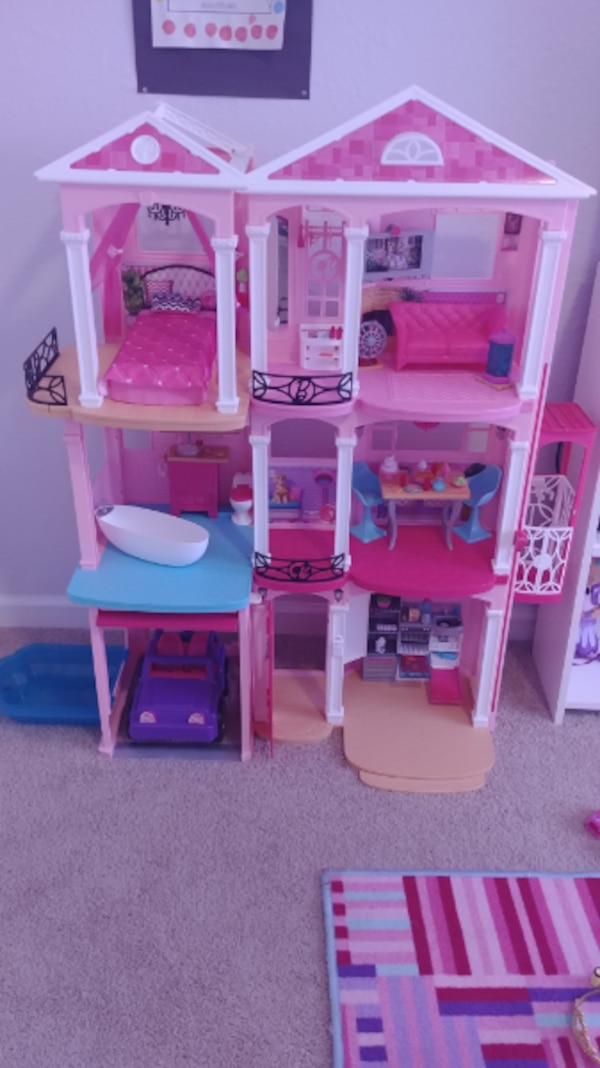 Barbie Dream House Dollhouse Usage A Vendre A Stockbridge Letgo