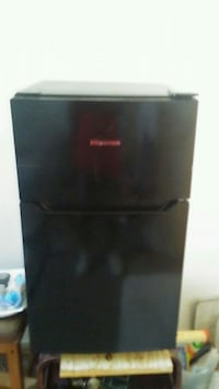 black top-mount refrigerator Fresno, 93722