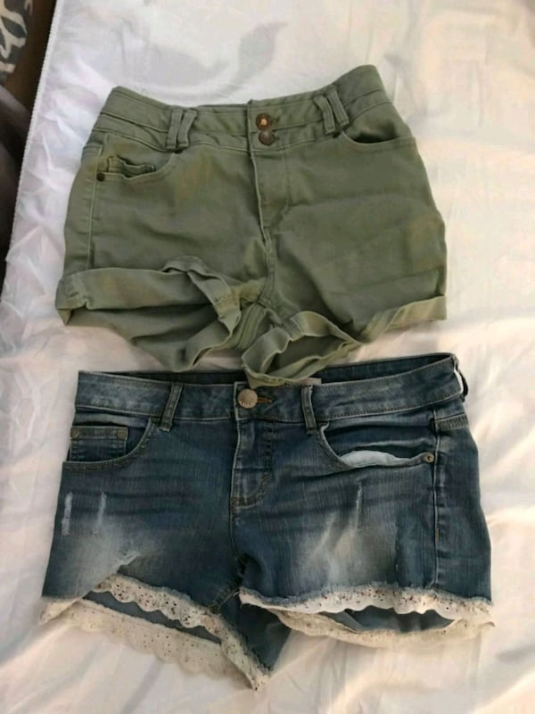 Womans shorts 75369c54-afb7-4583-bf4a-022c049e5cd7