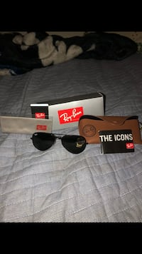 black framed Ray-Ban aviator with case and box