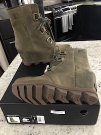 Brand new Sorel Artic Wedge II Boots size 8 Lino Lakes, 55014