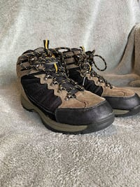 Nevados Hiking Boots Youth size 6Y fits like Women's 7.5