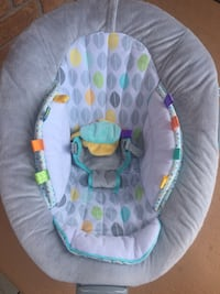 baby's white and green bouncer Brampton, L6P 2R8