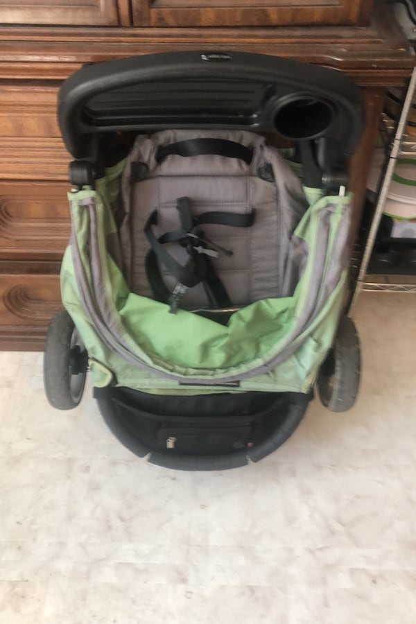 City mini stroller a757d155-a5cd-4111-8054-3573d1b58e89