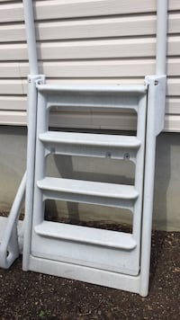 Never used very sturdy ladder for pool Laval, H7L 5Y7