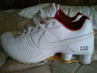unpaired white and red Nike low-top sneaker Evansville, 47710