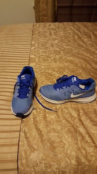 blue-and-white Nike running shoes
