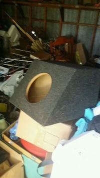 Brand new 10in speaker box with price tag Lizella, 31052