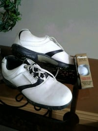 Golf shoes with new box of golf balls Kitchener, N2K 4J7