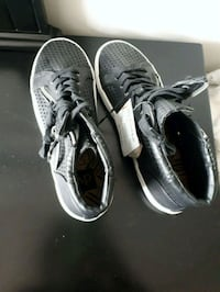 pair of back high-top sneakers. Size 9.5 Toronto, M9P