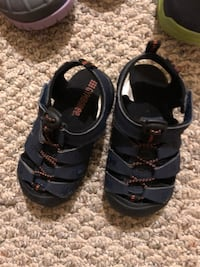 pair of black leather sandals Germantown, 20874