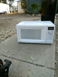 white General Electric microwave oven Winchester, 92596