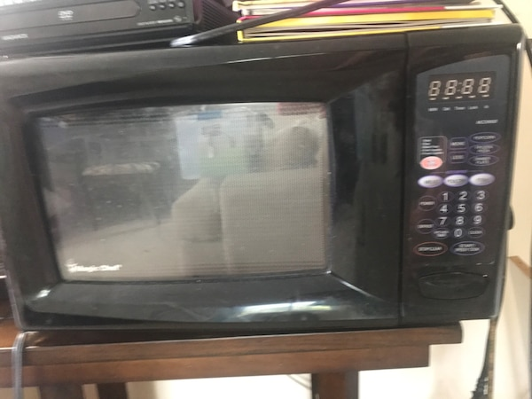 microwave oven. Magic chef.. heavy duty f9987aa0-e93d-47e7-9fbd-3b89c865e0ba