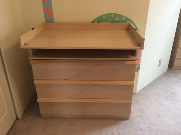 Dresser. Top can be removed